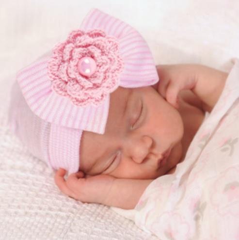 db71b21e5 Čiapka pre novorodenca ružová s perličkou